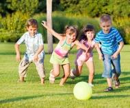 Por que as crianças precisam brincar ao ar livre, segundo a neurociência.